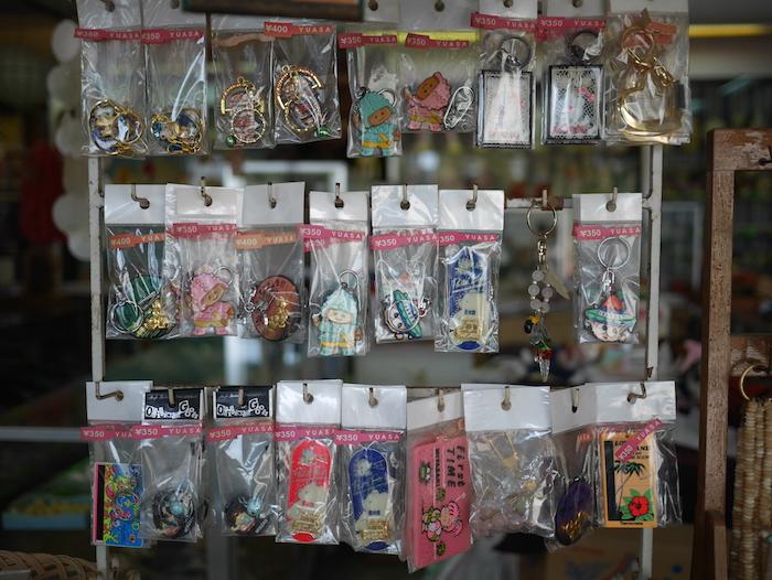 青島神社のお土産屋2